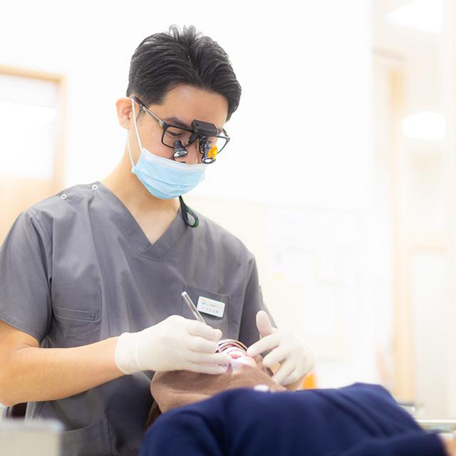 顕微鏡での精密治療